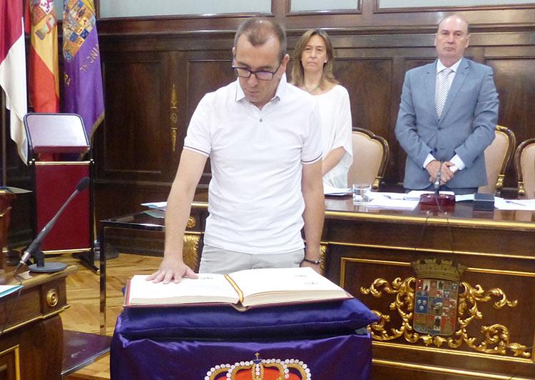 Toma de posesión de Marco Campos como nuevo diputado provincial