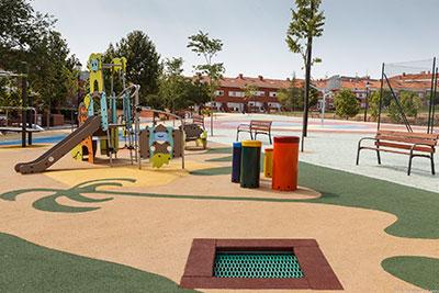 Instalaciones para los más pequeños en el nuevo parque de La Salinera