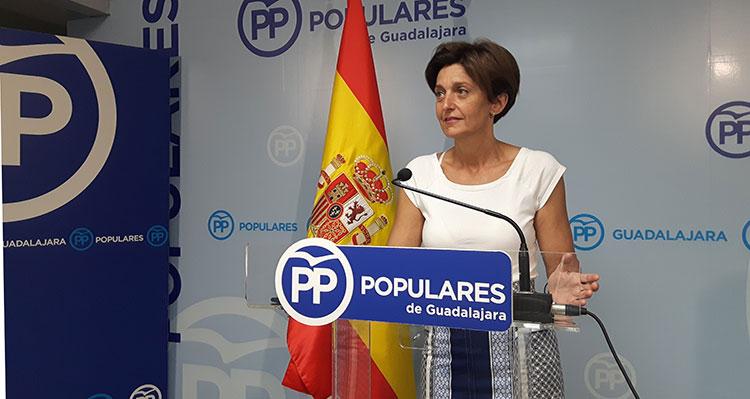 La senadora Ana González durante la rueda de prensa