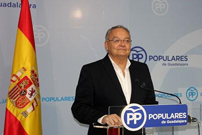 Un momento de la rueda de prensa del senador Juan Antonio de las Heras