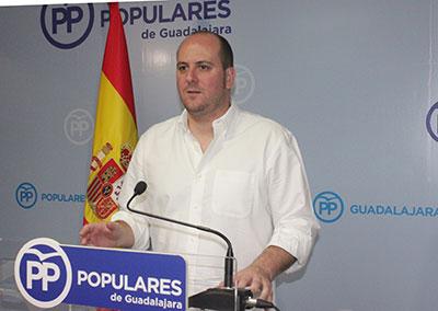 El portavoz del Partido Popular de Guadalajara, Lucas Castillo en rueda de prensa