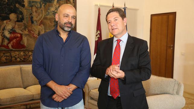 Emiliano García-Page junto a José García Molina (Podemos), ayer en la sede de la Junta de Castilla-La Mancha en Toledo. // Foto: eldiarioclm.es