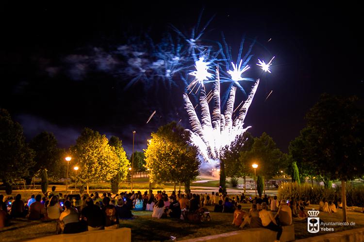 Los fuegos artificiales despidieron las fiestas de Valdeluz