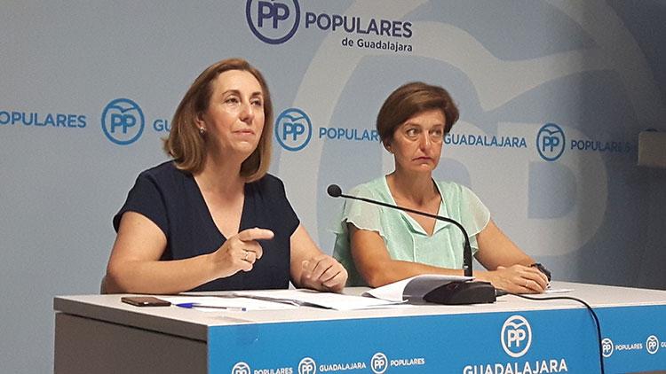 Silvia Valmaña y Ana González en rueda de prensa