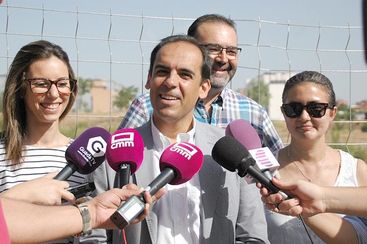 Daniel Jimenez denuncia el abandono de las obras de los nuevos campos de fútbol