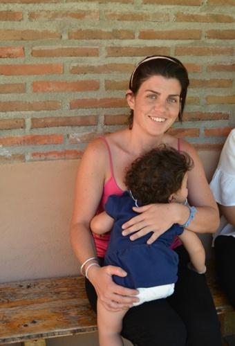 Helia Carro, de 26 años, se recupera de su dependencia a la cocaína en la comunidad con su hija. //Foto: Henaresaldia.com