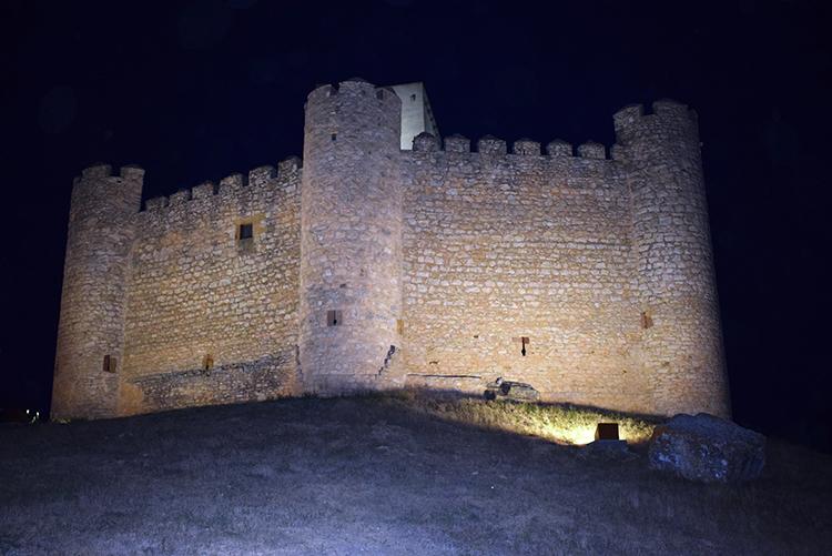 El castillo de Embid iluminado