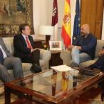Page ofrece a Podemos entrar en el Gobierno Regional