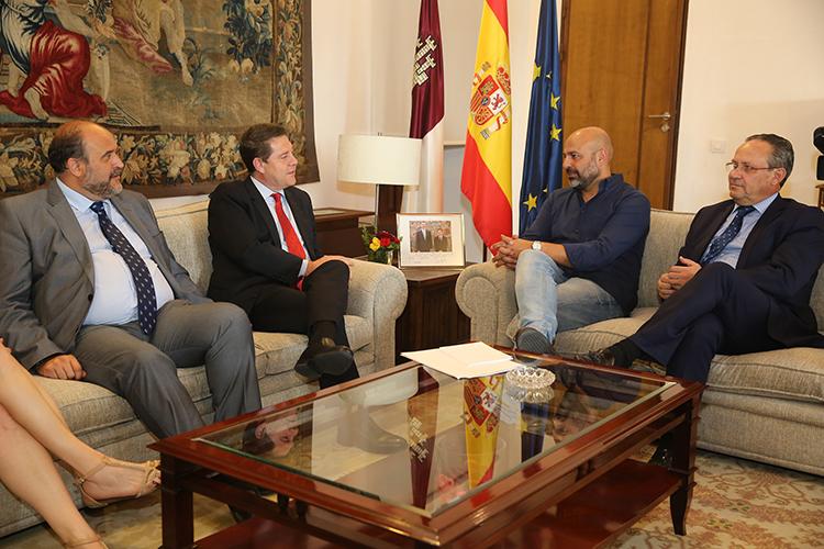 Page se reúne con José García Molina de Podemos