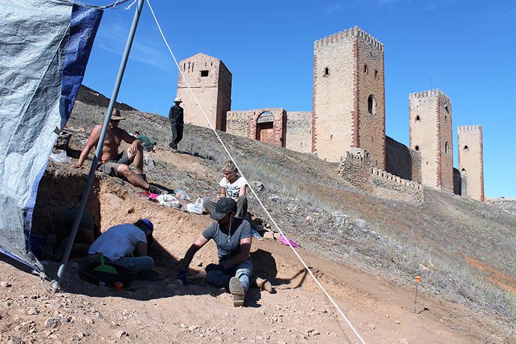 Trabajos de excavación en el castillo de Molina