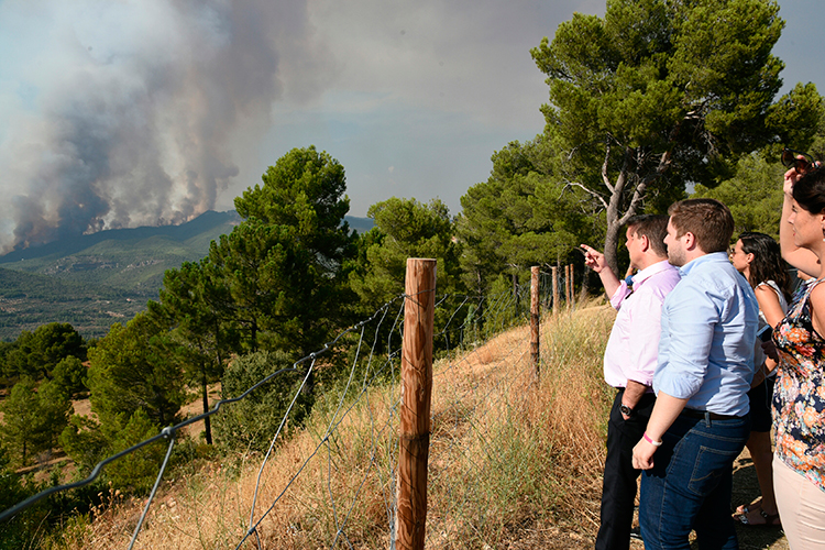 Page durante su visita al incendio de Yeste
