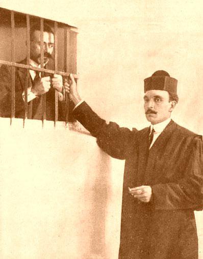 Serrano Batanero en la primera visita a su defendido el capitán Sánchez en prisión