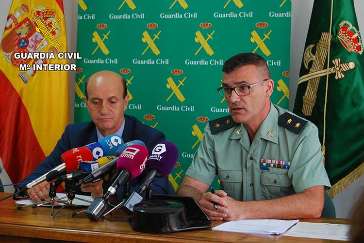 Un momento de la rueda de prensa ofrecida por el subdelegado del gobierno y el teniente coronel de la Guardia Civil