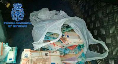 Dinero incautado a la banda de narcotraficantes