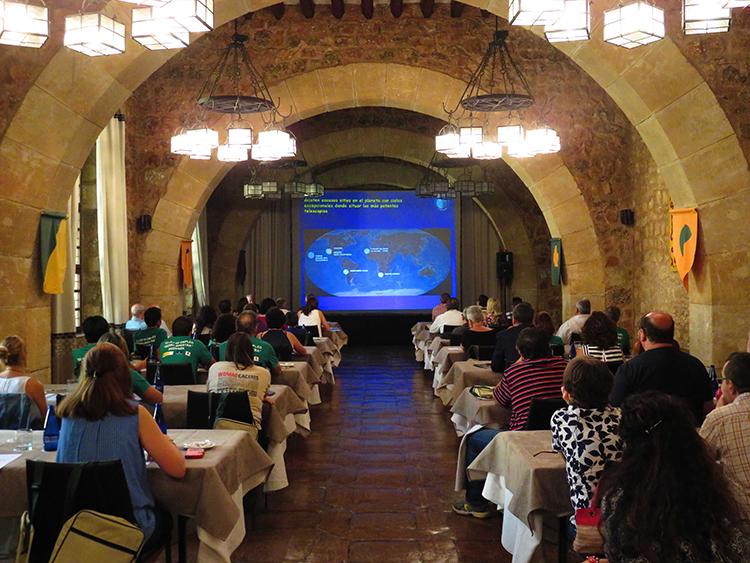 Un momento del curso de veranos de astronomía, organizado por la UNED, desarrollado en Sigüenza