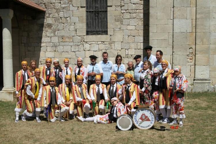 Danzantes y Zarragón de Galve de Sorbe y Gaiteros Mirasierra. // Foto: Antonio Garrido Cerezo.