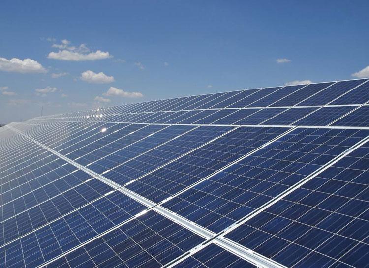 En El Casar se va a construir una plata fotovoltaica capaz de producir energía para mas de 7.000 hogares