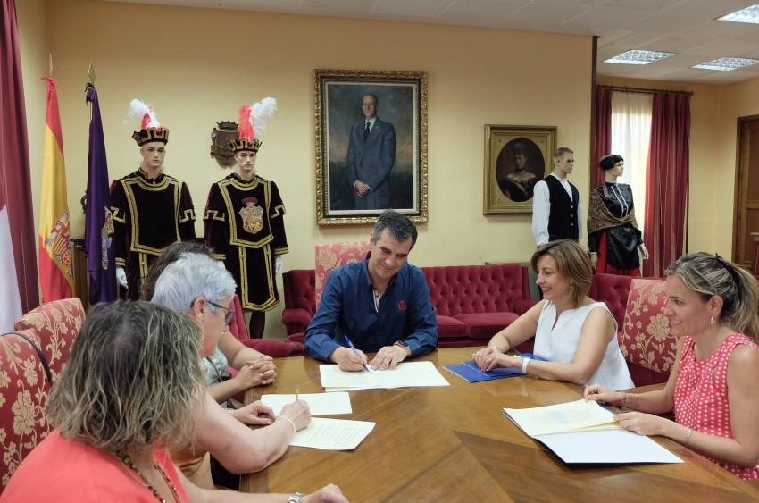 El ayuntamiento firma convenios con ONGs