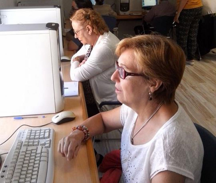 En los próximos días comienzan los cursos de informática para mayores en Cabanillas del campo
