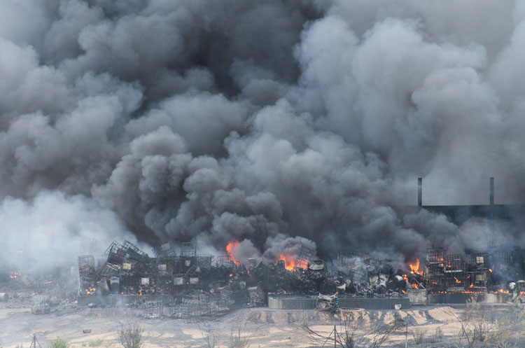 Incendio de la planta de Chiloeches (Foto Nando Rivero)