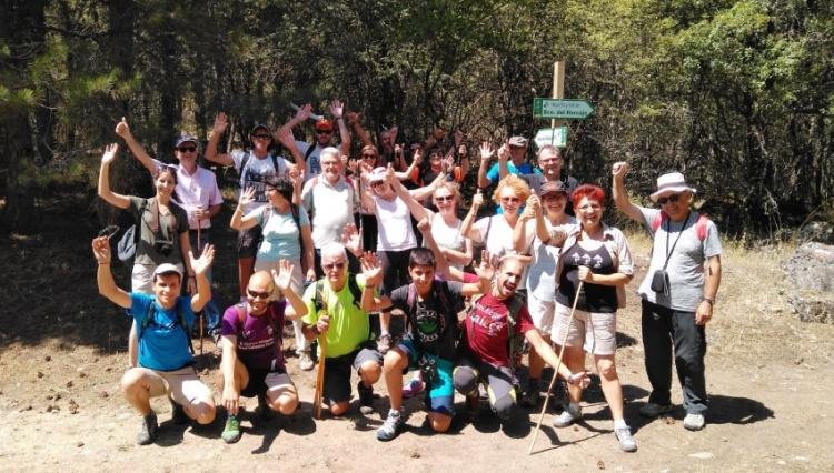 Un grupo de participantes en una de las actividades en el Parque Natural del Alto Tajo