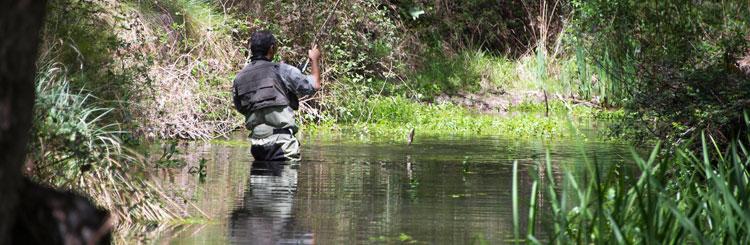Pescador en el parque. (Foto: Áreas protegidas/JCCM)