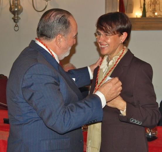 Pilar Martínez Taboada durante la entrega de la medalla en reconocimiento a su labor como cronista de Sigüenza por la Real Asociación Española de Cronistas Oficiales, en 2013. // Foto: Pilar Martínez Taboada.