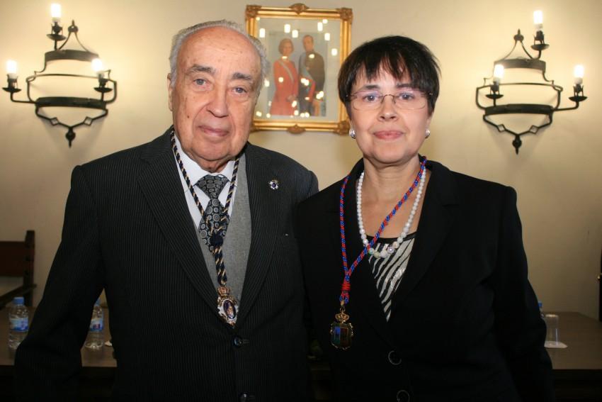 Pilar Martínez Taboada junto a su padre, Juan Antonio Martínez Gómez-Gordo, en el acto en que fue nombrada Cronista Oficial de Sigüenza, en junio de 2010. //Foto: Pilar Martínez Taboada