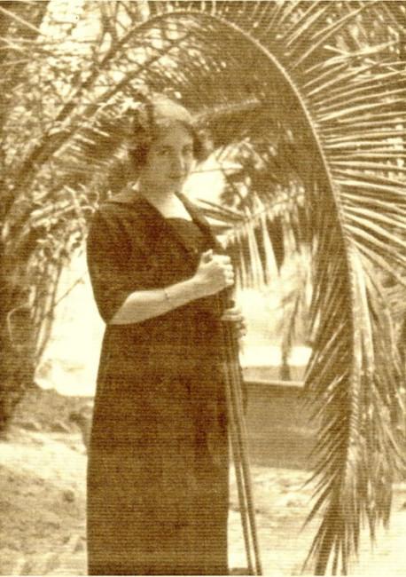 Carmen Bueno, con el trípode fotográfico