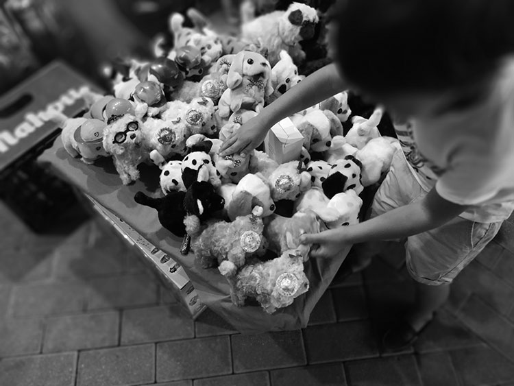 La foto más original ha sido para Yolanda Rodríguez Alonso, quien fotografió un puesto de peluches en blanco y negro