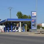 Un hombre es detenido cuando intentaba quemar su coche en una gasolinera