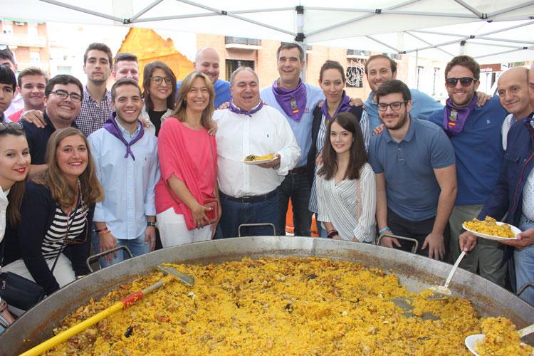 Vicente Tirado participó en la paella popular del PP
