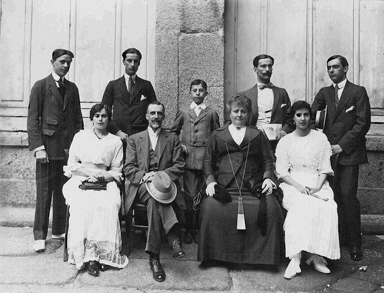Don Rufino, su mujer e hijos, en Santander(Foto: Real Academia de Ciencias Morales y Políticas)