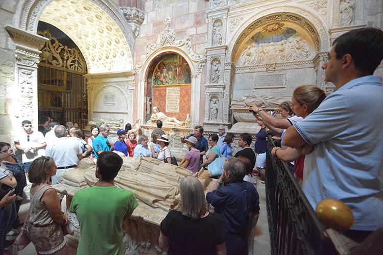 Turistas en la Catedral de Sigüenza
