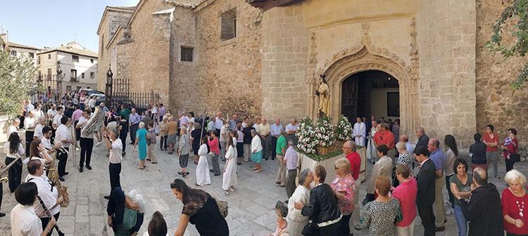 Salida de la procesión dedicada a Santa Teresa en Pastrana