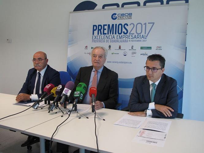 Agustín de Grandes presentó estos premios