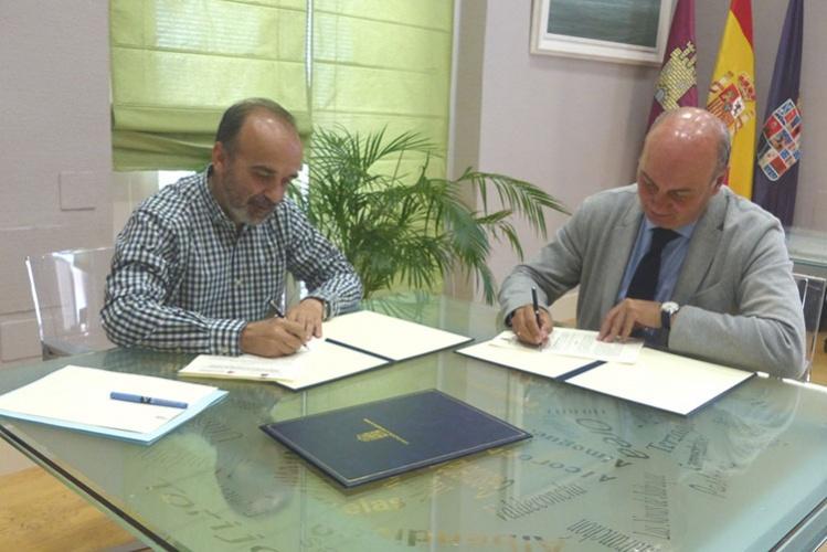 Latre y Herranz firman el convenio de colaboración para promocionar el Geoparque de Molina Alto Tajo