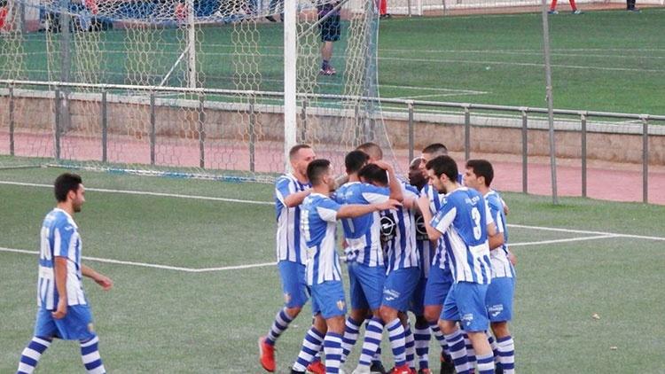Celebración de uno de los goles del Hogar Alcarreño
