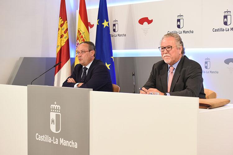 Rueda de prensa del Consejero de Hacienda y Administraciones Públicas, Juan Alfonso Ruiz Molina