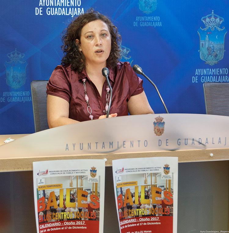 Verónica Renales, concejal de Bienestar Social y Mayores, ha presentado hoy en el Ayuntamiento los cursos de otoño