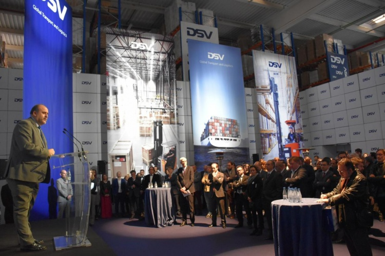 Un momento de la inauguración de la nueva planta de logística