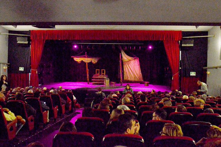 Patio de butacas de la representación 'La comedia de los enredos'. Fotografía: Álvaro Díaz Villamil / Ayuntamiento de Azuqueca