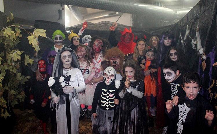 Participantes de la fiesta de Halloween en Cabanillas del Campo