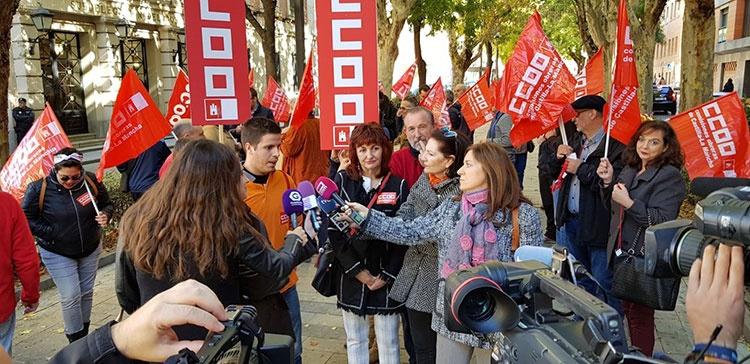 Los trabajadores de Unipost-Guadalajara se han concentrado frente a la Subdelegación del Gobierno