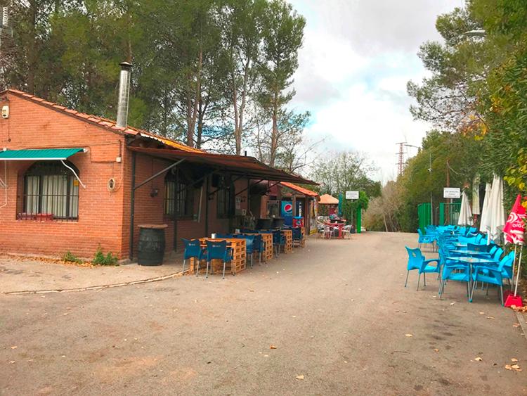 Imagen del bar-terraza del Minizoo
