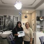 Floristería Orquídea´s y Navas Peluqueras son las ganadoras del concurso de escaparates navideños de Alovera