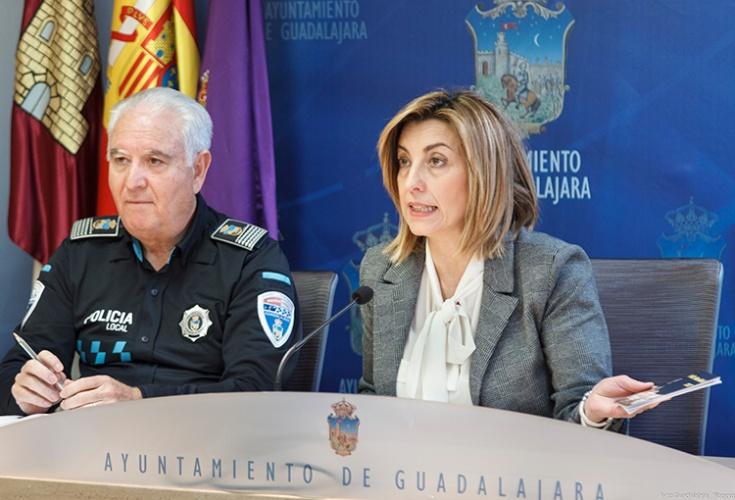 Rueda de prensa de Encarnación Jiménez para informar del operativo de seguridad en navidad