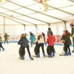 Más de 5.000 personas han patinado en la pista de hielo de Azuqueca