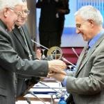 Premio ¡Bravo  Especial! para el cura de Pueblo de Dios
