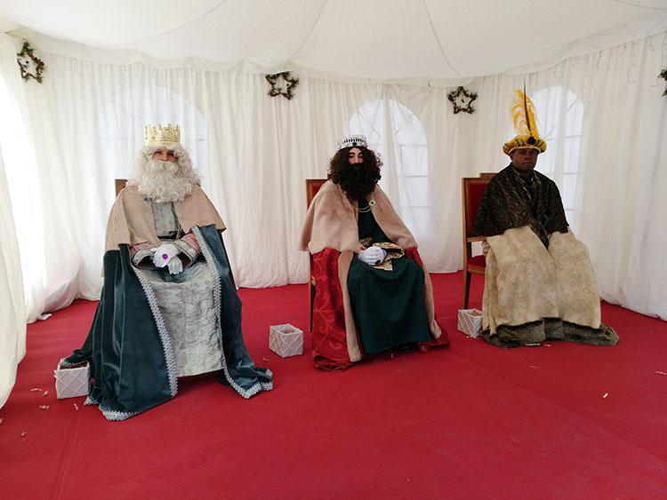 Los Reyes Magos, en la carpa instalada en la Plaza Navideña. Fotografía: Ayuntamiento de Azuqueca